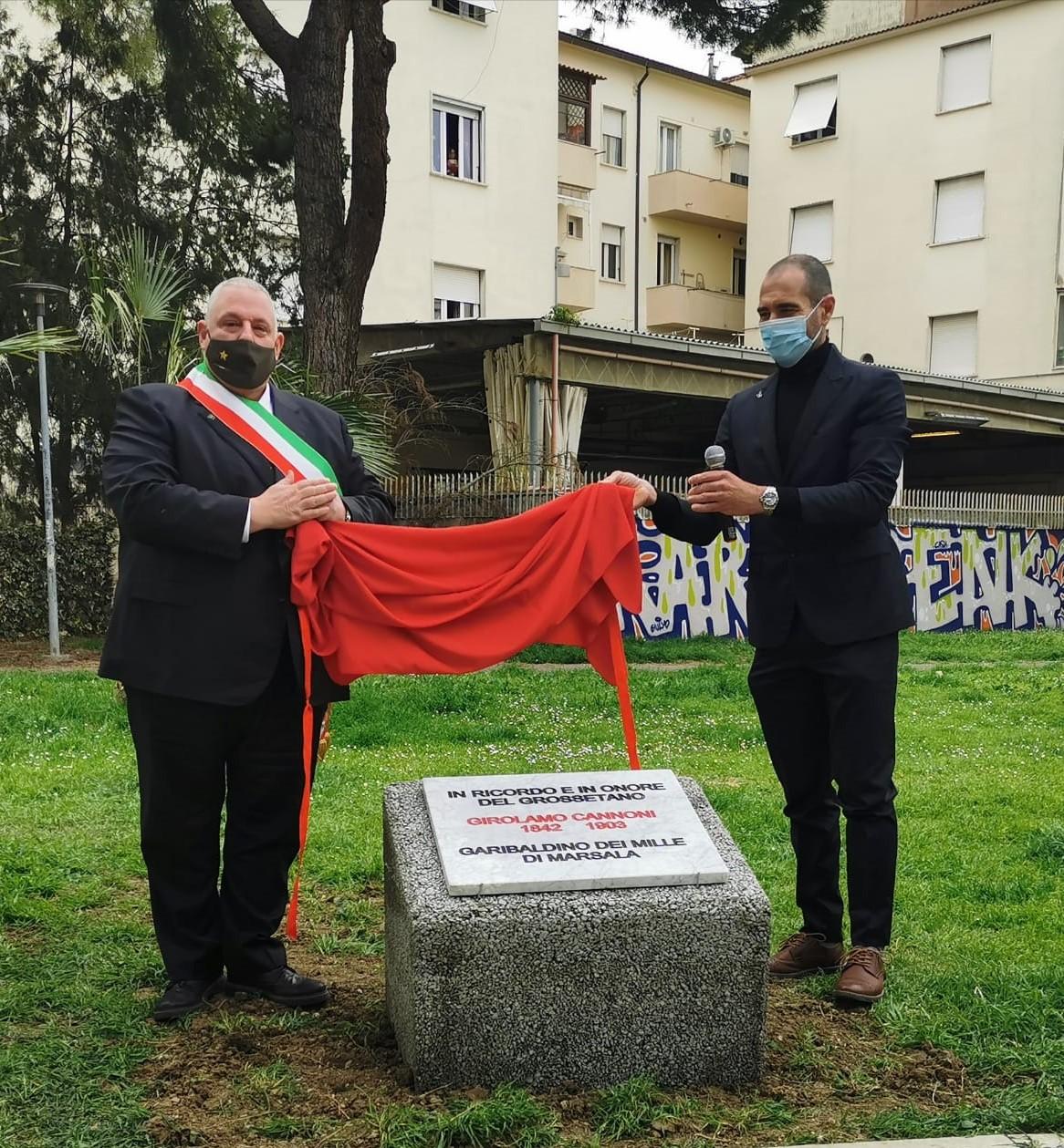grosseto-sindaco-vivarelli-colonna-la-posa-della-targa-commemorativa-dedicata-a-Girolamo-Cannoni-per-il-160o-anniversario-dellUnita-dItalia.j