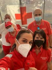 Volontari-della-Croce-Rossa-Italiana-durante-la-raccolta-alimentare.j