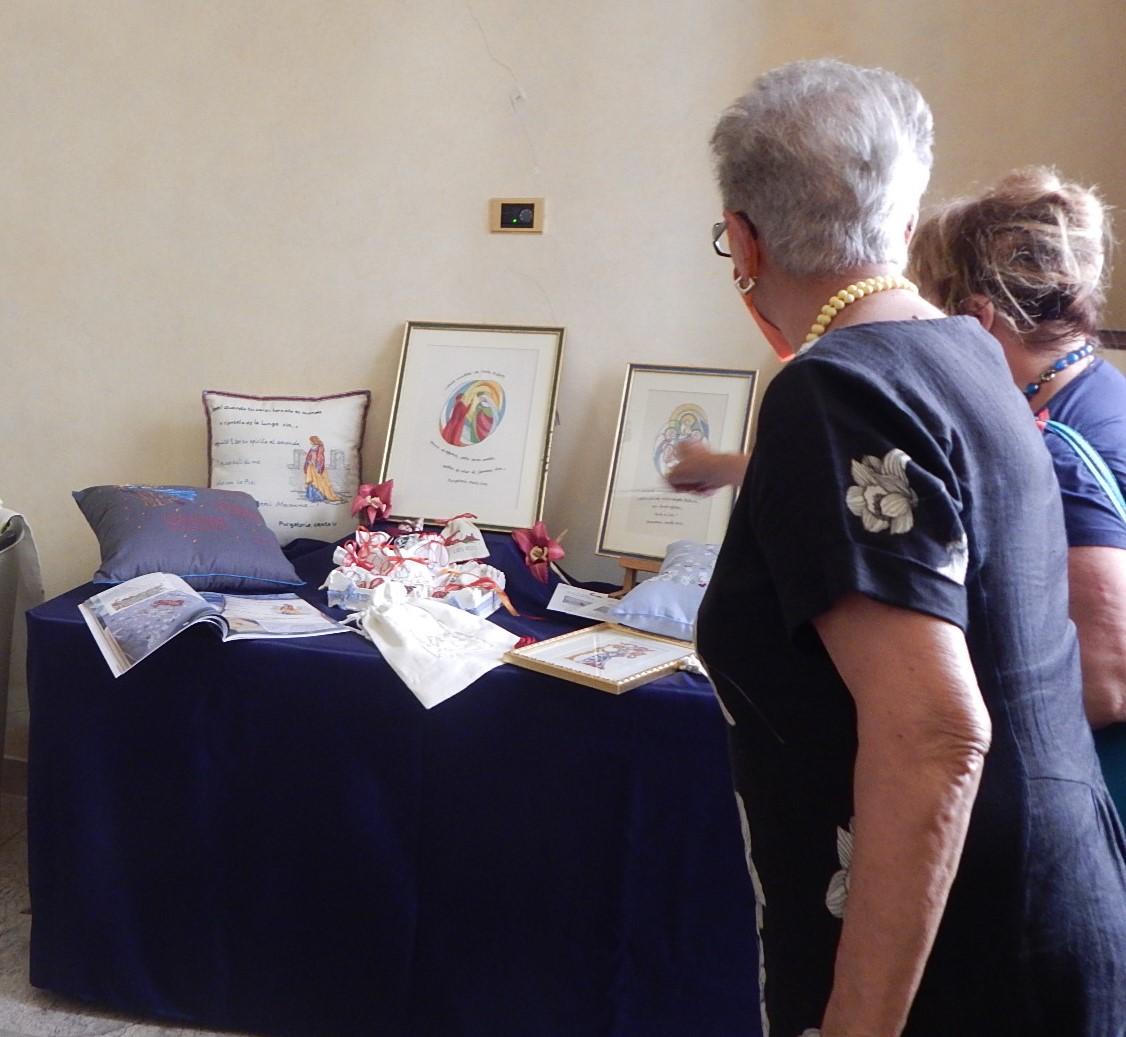 diocesi-di-grosseto-Inaugurata-in-palazzo-vescovile-la-mostra-Il-filo-racconta-curata-dal-club-del-ricamo