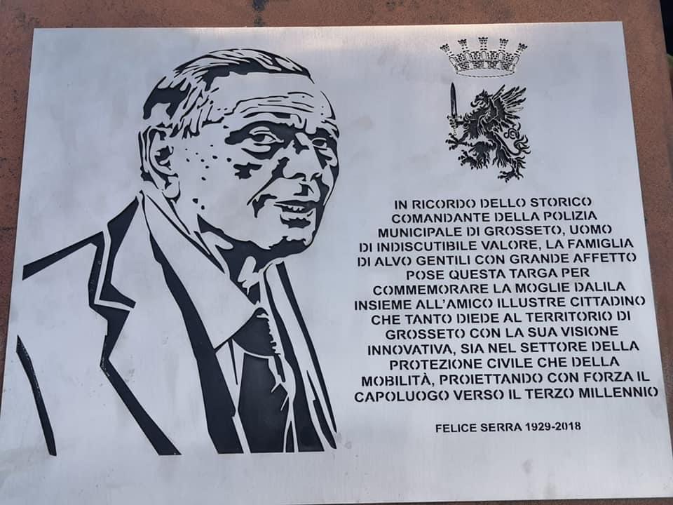 targa-commemorativa-in-memoria-di-Felice-Serra-ideata-e-donata-alla-cittadinanza-dalla-famiglia-di-Alvo-Gentili