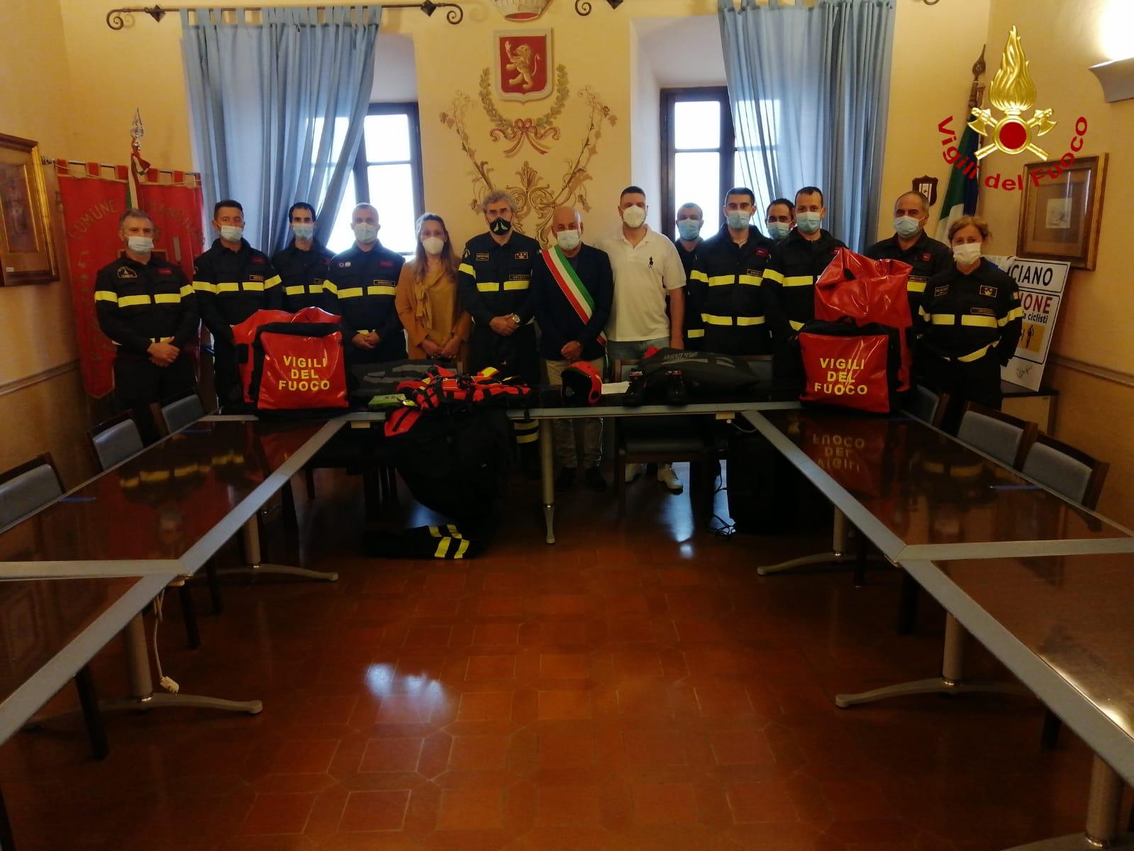 vigili-del-fuoco-comune-di-manciano-consegnate-le-attrezzature-per-la-protezione-in-ambiente-acquatico
