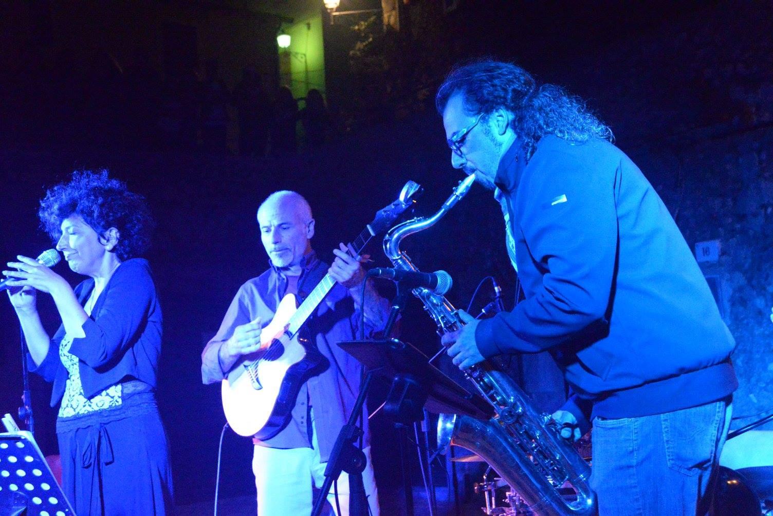 Liliana-Cafiero-voce-Paolo-Mari-chitarra-Michele-Santinelli-sax.