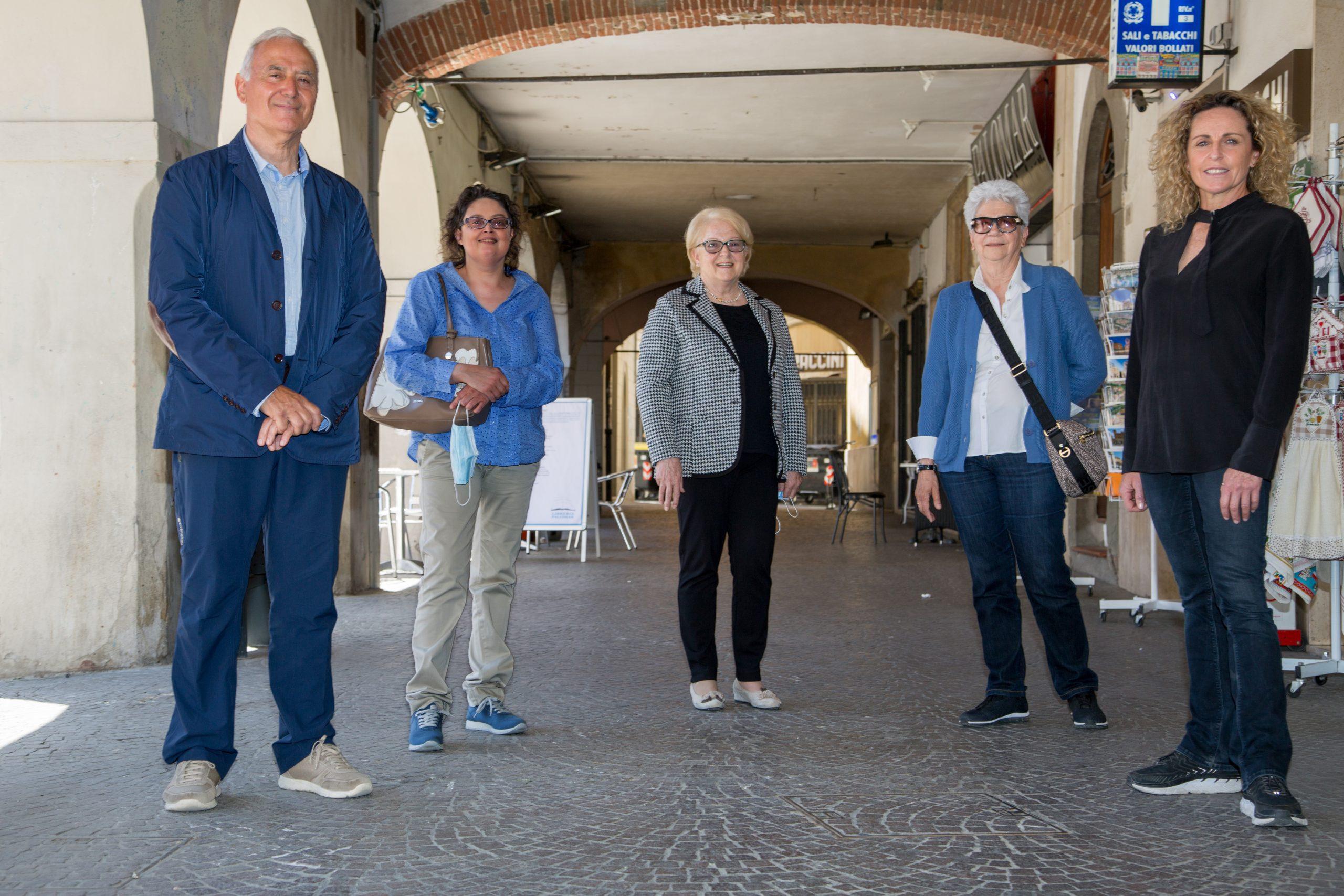 comitato-per-la-vita-da-sinistra-Oreste-Menchetti-presidente-Maria-Astorino-Mara-Stefani-Patrizia-Betti-del-Consiglio-direttivo-Alessandra-Sensini-testimonial-del-Comitato-per-la-Vita