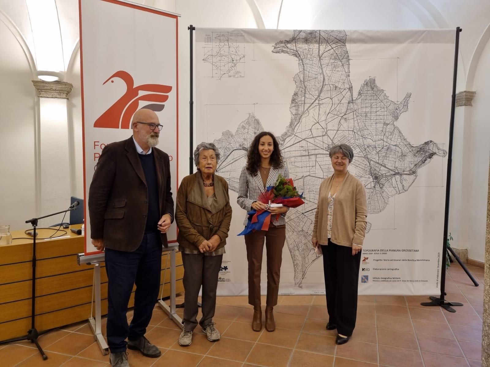 Premio-di-laurea-Antichi-alla-vincitrice-dott.ssa-Esmeralda-Olivari